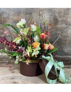 Composizione di fiori freschi in box cilindrico