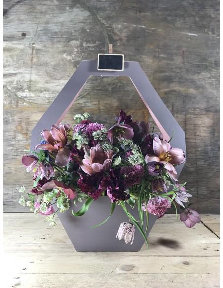 Composizione di fiori freschi in shopper di carta L.40 - H.50 cm