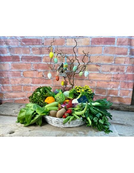 Cesto Pasquale composto da: alberello di Pasqua, verdure a km 0 dell'azienda, decorazioni pasquali varie e pianta ornamentale.