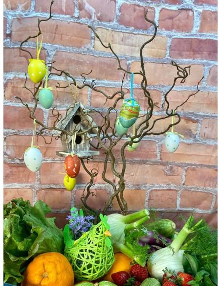Cesto Pasquale composto da: alberello di Pasqua, verdure a km 0 dell'azienda Vesci Giuliano, decorazioni pasquali varie.