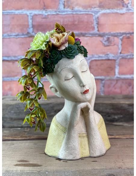 Magda è un originale porta vaso resina, della collezione Medea,  pronto ad arredare la tua casa, con originalità ed amore